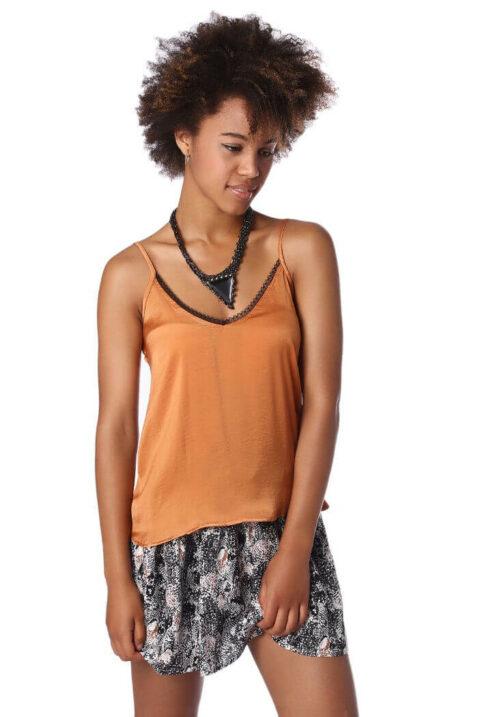 Orange Camisole-Top mit Spitzeneinsatz am Ausschnitt und Rücken von Q2 - Vorderansicht