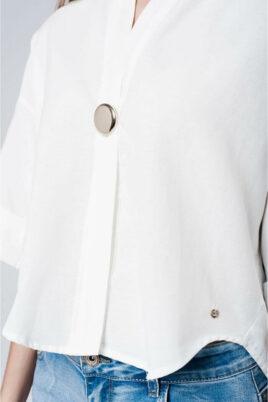 Weißes Oversize-Top mit Brosche und weiten Ärmeln von Q2 - Detailansicht