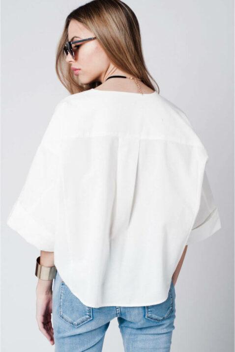 Weißes Oversize-Top mit Brosche und weiten Ärmeln von Q2 - Rückenansicht