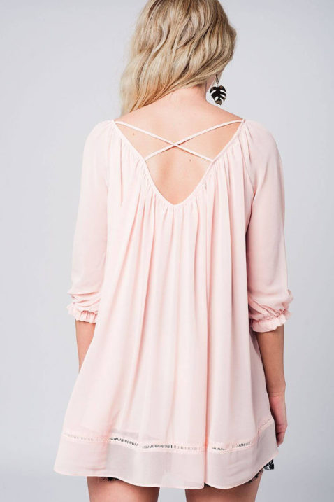 Rosa dünne Oversize Bluse mit gekreuzten Trägern am Rücken und 3/4 Ärmel von Q2 - Rückenansicht