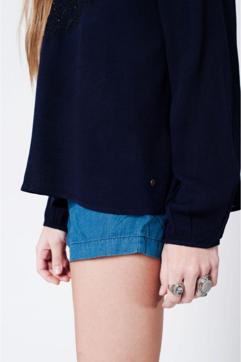 Marineblaue langarm Tunika-Bluse mit Stickerei und Quastbändern aus Viskose von Q2 - Seitenansicht