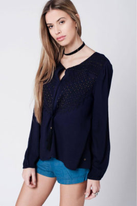 Q2 Marineblaue langarm Tunika-Bluse mit Stickerei und Quastbändern aus Viskose – Vorderansicht