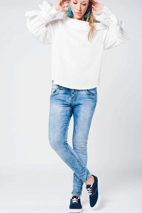 Weiße schulterfreie Bluse langarm mit großen Schleifen an Ärmelenden aus Baumwolle von Q2 - Ganzkörperansicht