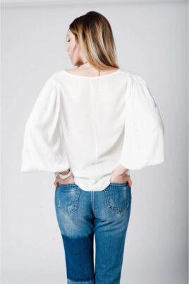 Weiße Oversize Bluse mit Fledermausärmeln in übergroßer Passform von Q2 - Rückenansicht