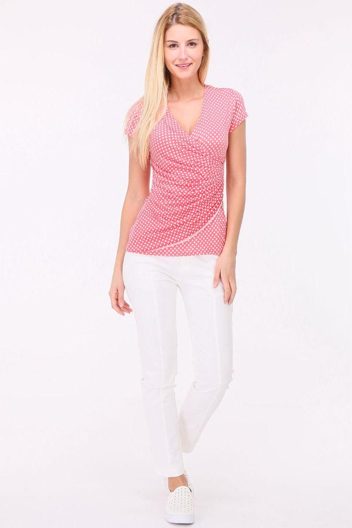 3154905f3ce64c Rosa Damen Shirt in Wickeloptik und gepunktet für Damen von REVD ELLE PARIS  - Ganzkörperansicht