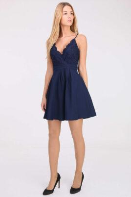 Blaues kurzes Abendkleid mit Spitze von Lily Mcbee - Ganzkörperansicht