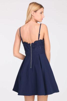 Blaues kurzes Abendkleid mit Spitze von Lily Mcbee - Rückenansicht