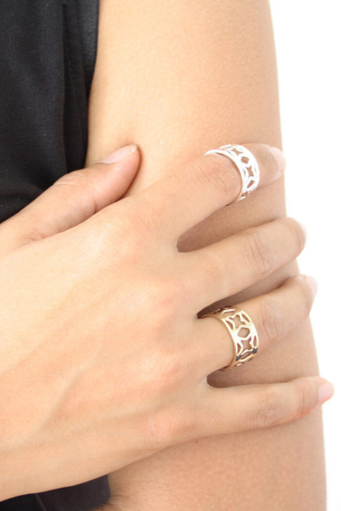 Silberner & goldener Ring Estrella Sagrada Família Barcelona von Mademoiselle Felee - Trageansicht