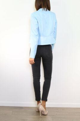 Blauer hellblauer Damen Blazer im strukturierten Design von Attentif Paris - Kurzblazer - Rückenansicht