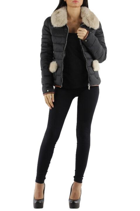 Schwarze Damen Steppjacke mit abnehmbaren Webpelz-Kragen von Jessy Line - Ganzkörperansicht