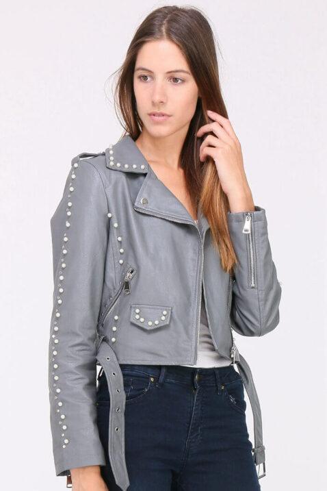 Graue Damen Jacke Lederimitat mit Nieten & Perlen - kurz & gefüttert von J&W Paris - Vorderansicht