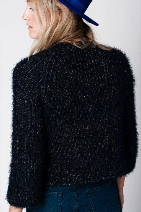 Blauer navy kurzer Damen Pullover aus Flauschgarn von Q2 - Rückenansicht