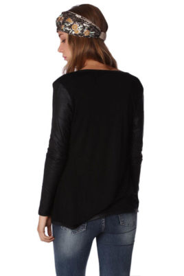 Schwarze dünne Damen Strickjacke mit Ärmel in Schlangenlederoptik von Q2 - Rückenansicht