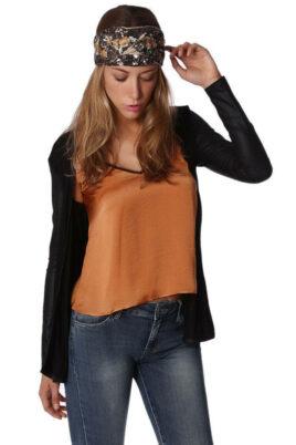 Q2 Schwarze dünne DamenStrickjacke mit Ärmel in Schlangenlederoptik – Vorderansicht