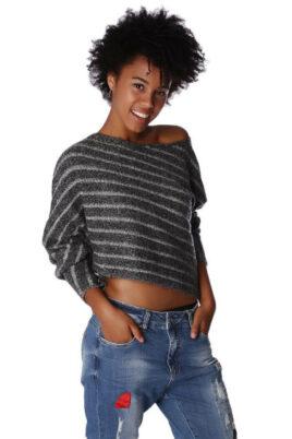 Q2 Grau gestreifter kurzer Damen Pullover asymmetrisch & Dreiviertelärmel – Vorderansicht