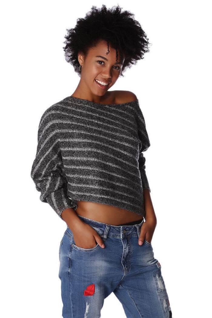 edd3635eff55e Grau gestreifter kurzer Damen Pullover asymmetrisch   Dreiviertelärmel von  Q2 - Vorderansicht