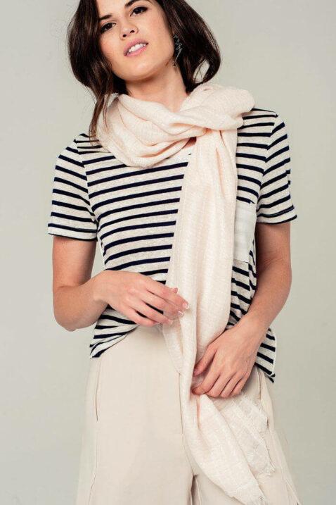 Leichter rosa Damen Schal mit Gittermuster in weiß - Modeschal von Q2 - Vorderansicht