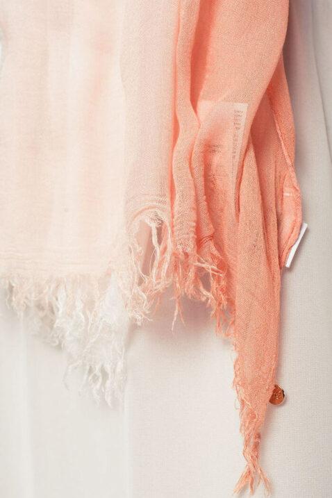 Leichter koralle Damen Schal mit Farbverlauf - Modeschal von Q2 - Detailansicht
