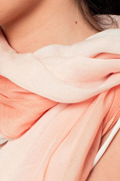 Leichter koralle Damen Schal mit Farbverlauf - Modeschal von Q2 - Nahansicht