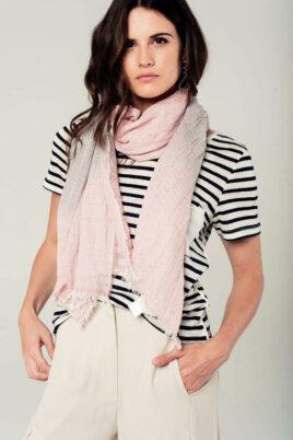 Leichter anthrazit rosa Damen Schal mit Farbverlauf - Modeschal von Q2 - Trageansicht