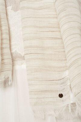 Leichter beiger Damen Schal mit Streifen - Modeschal von Q2 - Detailansicht