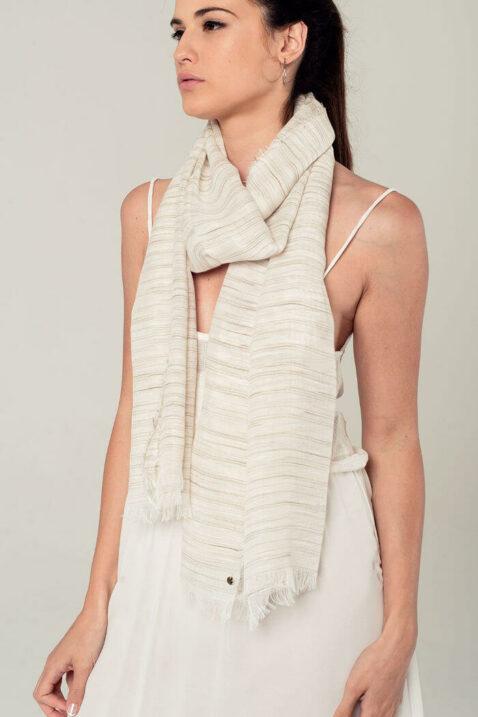 Leichter beiger Damen Schal mit Streifen - Modeschal von Q2 - Seitenansicht