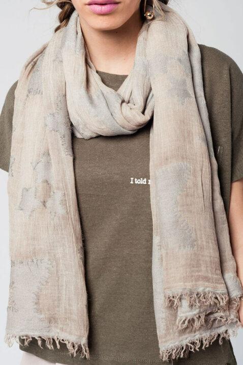 Beiger Damen Schal mit Sterne-Print - Modeschal von Q2 - Nahansicht