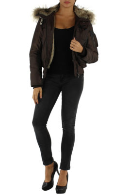 Colynn braune warme Damen Winterjacke mit Kapuze & abnehmbaren Kunstfellkragen gefuettert – Ganzkörperansicht