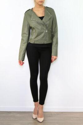 fa0003-Fascinate khaki grüne Damen Bikerjacke in Leder-Optik mit Nieten – Kunstlederjacke – Ganzkörperansicht-khaki-gruene-damen-bikerjacke-in-leder-optik-mit-nieten-kunstlederjacke-ganzkoerperansicht