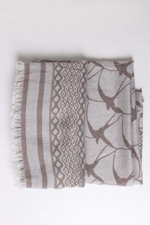 Beiger hellgrauer Damen Schal gefranst & gemustert aus Viskose von Fanli - Detailansicht