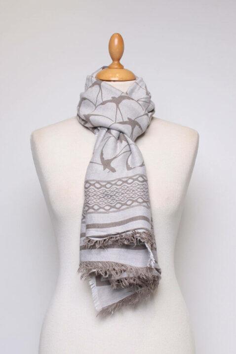 Beiger hellgrauer Damen Schal gefranst & gemustert aus Viskose von Fanli - Ganzansicht