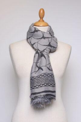 Grau anthrazit Damen Schal gefranst & gemustert aus Viskose von Fanli - Ganzansicht