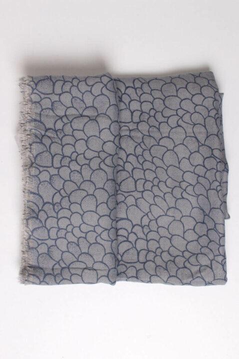 Blau grauer Damen Schal mit Allover-Muster und Fransen aus Viskose von Fanli - Detailansicht