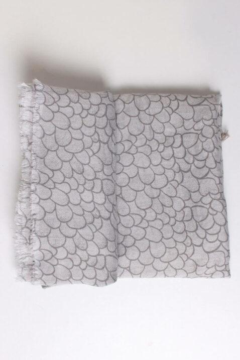 Hellgrauer Damen Schal mit Allover-Muster und Fransen aus Viskose von Fanli - Detailansicht