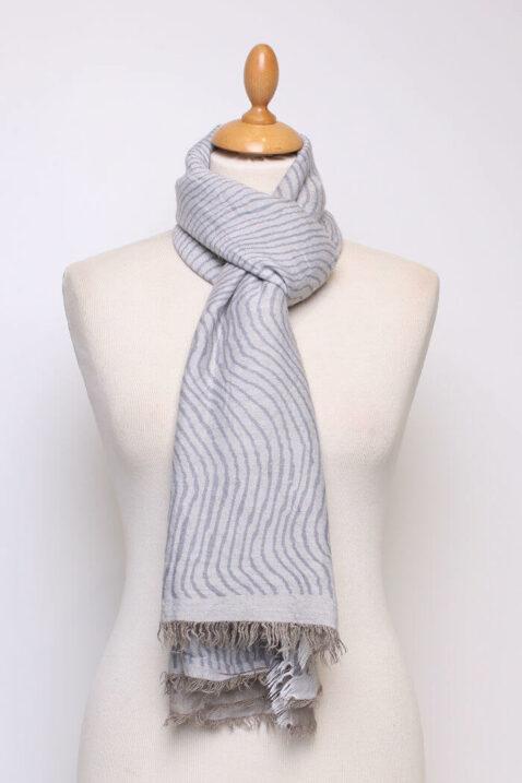 Blau grauer Damen Schal mit Wellenmuster & Fransen aus Viskose von Fanli - Ganzansicht