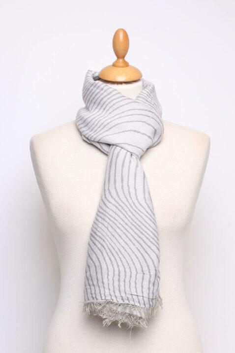 Anthrazit grauer Damen Schal mit Wellenmuster & Fransen aus Viskose von Fanli - Ganzansicht