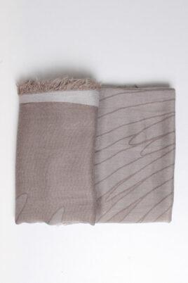 Taupe grauer Damen Schal mit Muster & Fransen aus Viskose von Fanli - Detailansicht