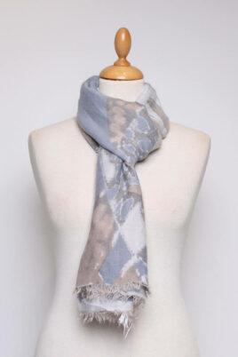 Fanli mehrfarbiger Damen Schal mit Muster & Fransen aus Viskose – Ganzansicht