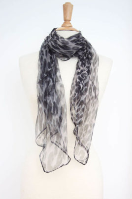 Fanli grau schwarzer Damen Seidenschal mit Leopardenmuster – Chiffon Seidenschal – Ganzansicht