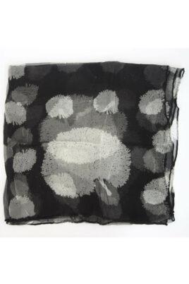 Schwarzer Damen Seidenschal in floraler Optik - Chiffon Seidenschal von Fanli - Detailansicht