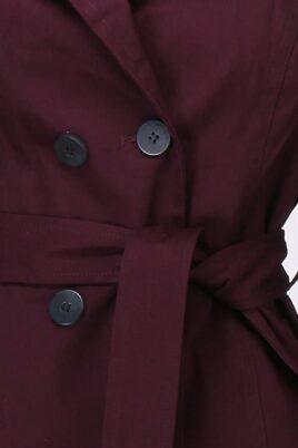 Bordeaux roter Damen Trenchcoat mit Bindegürtel - Mantel von LuluCastagnette - Detailansicht