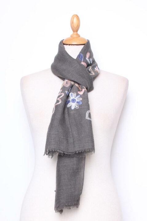 Dunkelgrauer Damen Schal mit Blumenmuster - Modeschal aus Viskose von Lil Moon - Ganzansicht