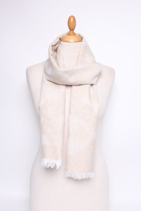 Beiger Damen Schal gemustert mit weißen Fransen - Modeschal von Lil Moon - Ganzansicht