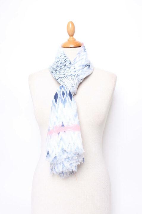 Blauer leichter Damen Schal im Batik-Look - Modeschal von Lil Moon - Ganzansicht