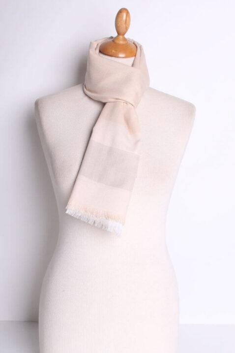 Beiger leichter Damen Schal kariert - Karomuster Modeschal von Lil Moon - Ganzansicht
