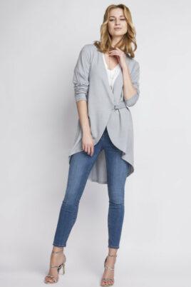 Lanti graue leichte Damen Strickjacke mit Schlaufe – Cardigan im Vokuhila-Style – Ganzkörperansicht