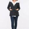 Schwarzer Damen Winterparka mit Kapuze & weißem Kunstfellbesatz - gefütterte Winterjacke von Orcelly - Ganzkörperansicht
