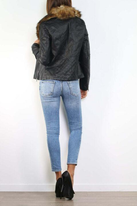 Schwarze Kunstlederjacke mit abnehmbaren braunen Kunstfellkragen - PU-Leder, Bikerjacke von Realty - Rückenansicht