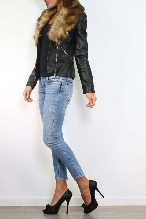 Schwarze Kunstlederjacke mit abnehmbaren braunen Kunstfellkragen - PU-Leder, Bikerjacke von Realty - Seitenansicht
