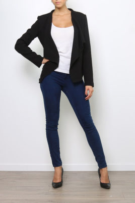 Softy by Ever Boom schwarzer Damen Casual Blazer in Wasserfall-Optik – Ganzkörperansicht